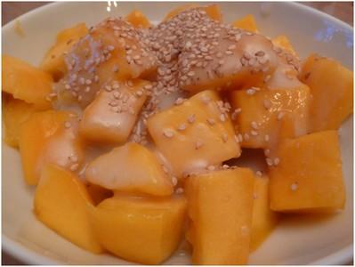 Riz gluant à la mangue et sésame blond