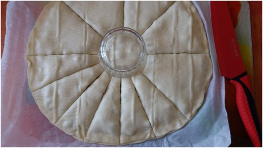Pizza soleil au chorizo découpe