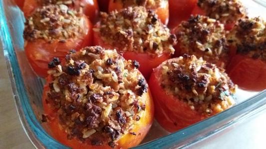 Tomates farcies au haché végétal et au riz