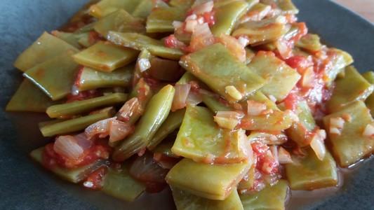 Haricots plats à la tomate