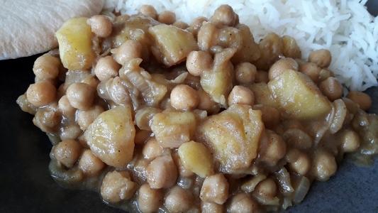 Pois chiches et pommes de terre aux épices