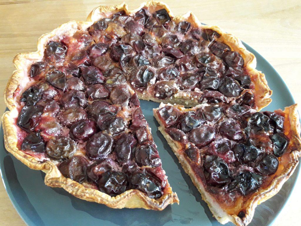 Tarte feuilletée aux prunes et à l'amande