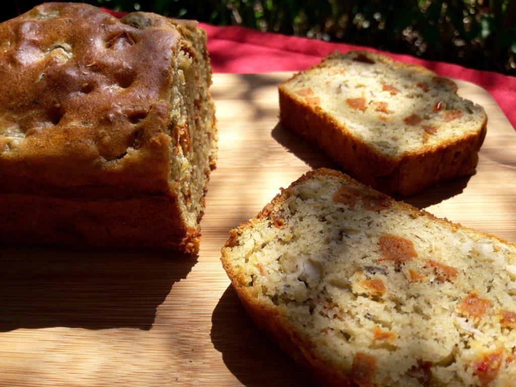 Cake au pesto, aux olives et au chorizo végétal